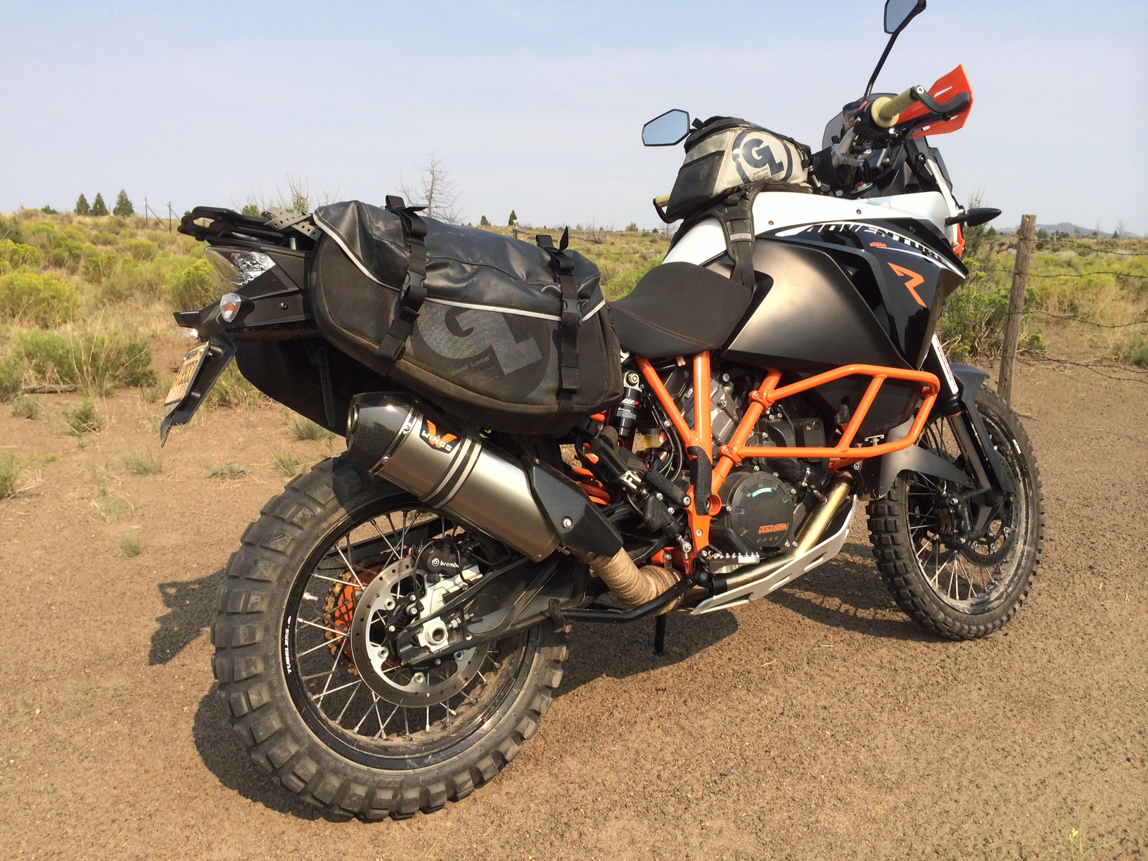 tech tip ktm 1190 adventure with siskiyou panniers fandango tank bag pro giant loop. Black Bedroom Furniture Sets. Home Design Ideas