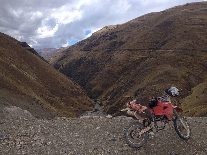 giant-loop-coyote-saddlebag-boliviamotors-5